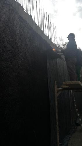 Στεγάνωση περιμετρικών τοιχίων πισίνας και υπογείου με ασφαλτόπανο